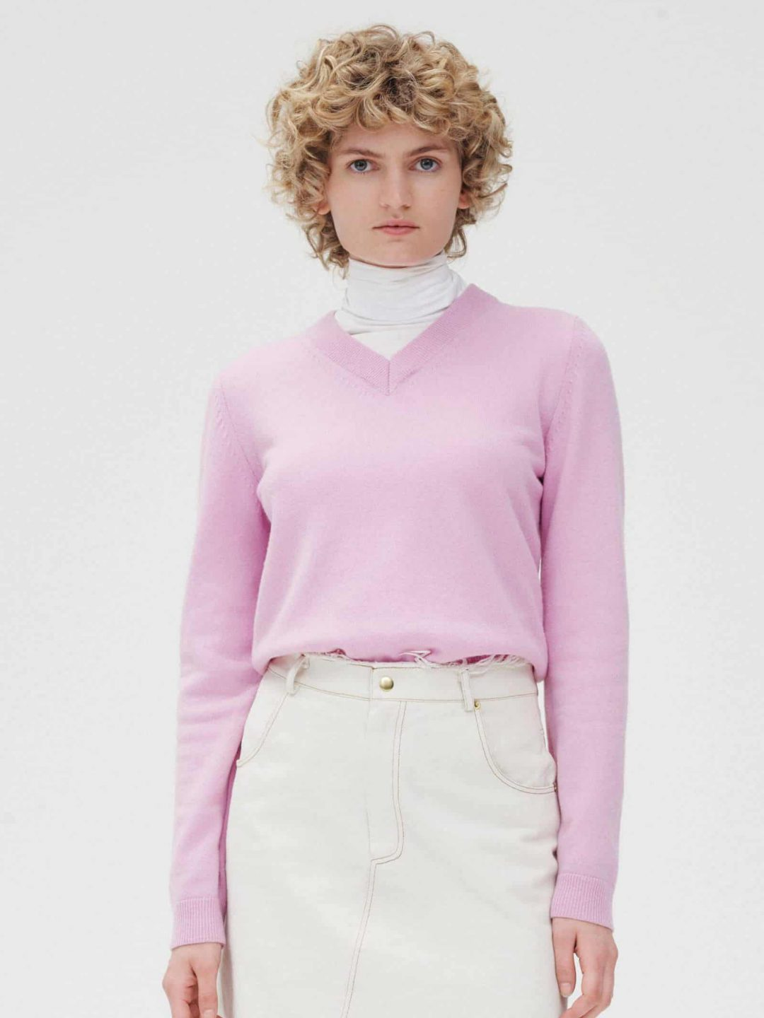 V-NECK_JUMPER_SWEATER_PINK_WOOL_RIKA_STUDIOS_AMSTERDAM